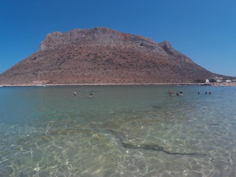 Το βουνό απέναντι από την παραλία Σταυρός